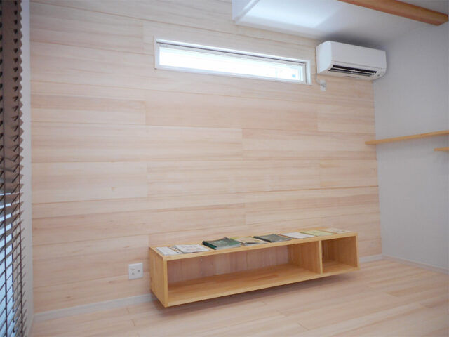 壁一面のもみの木の内装材 - Y様邸 - 新潟市西区のもみの木の家