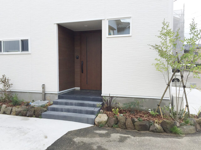 玄関 - Y様邸 - 新潟市西区のもみの木の家