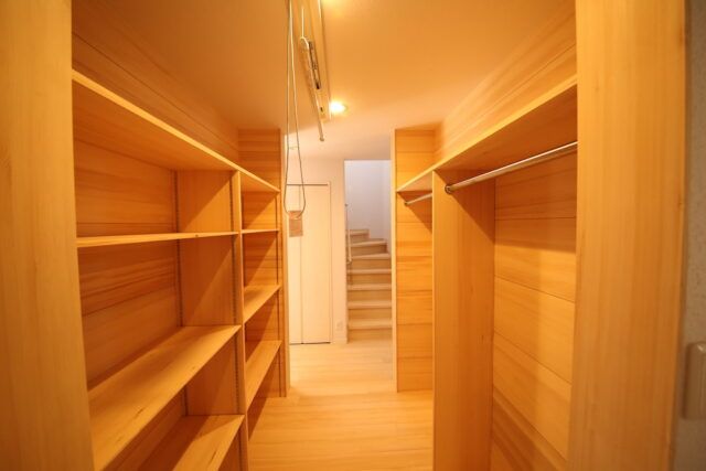 お着替えクローゼット - S.H様邸 - もみの木の家 施工事例